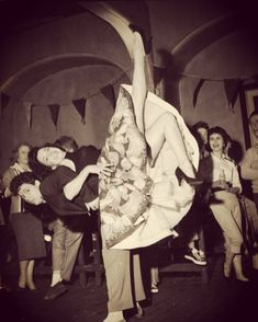 Lindy Hop: The Dance That Defined the Swing Era Rock Roll, Rock And Roll Dance, 50s Rock And Roll, Lindy Hop, Shall We Dance, Lets Dance, Rock Lee, Bailar Swing, Rockabilly