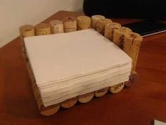 DIY: Manualidades con tapones de corcho: servilletero Diy And Crafts, Arts And Crafts, Wine Cork Crafts, Craft Gifts, Upcycle, Reuse, Christmas Crafts, Projects To Try, Homemade