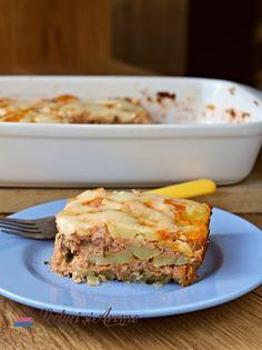 Musaca de cartofi cu carne tocată de porc - Lecturi si Arome Sandwiches, Food And Drink, Recipes, Pork, Rezepte, Ripped Recipes, Paninis, Recipe, Recipies