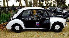 2ème Montereaumobile . Montereau-Fault-Yonne (77) . renault 4cv Police