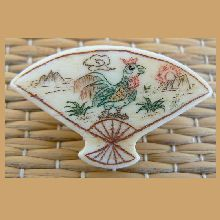 Rooster Crowing, scrimshaw etched, fan shape bone button - Vintage