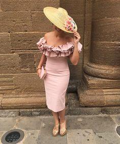 "1,377 Me gusta, 12 comentarios - Invitada Ideal by Margarita (@invitadaideal) en Instagram: ""Guapísima Delia, @dmp88l con vestido rosa Nude, tendencia total de volantes by @coosyofficial y…"" Daily Fashion, High Fashion, Womens Fashion, Gussied Up, Fancy Schmancy, Summer Hats, Occasion Wear, Glamour, Mother Of The Bride"