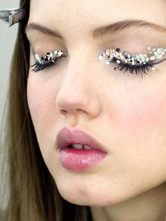 Glittery party makeup. Perfect festival makeup.
