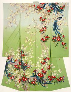 a green kimono, the pattern is very stand out, very suitable when you want to have a walk in the forest . Traditioneller Kimono, Gilet Kimono, Kimono Fabric, Japanese Textiles, Japanese Patterns, Japanese Art, Kimono Design, Traditional Kimono, Kimono Pattern
