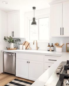 Cheap Home Decor Anyone else only feel sane if the kitchen countertops are crumb-free? Farmhouse Style Kitchen, Modern Farmhouse Kitchens, Home Decor Kitchen, New Kitchen, Home Kitchens, Kitchen Ideas, Kitchen Shop, Awesome Kitchen, White Kitchen Decor
