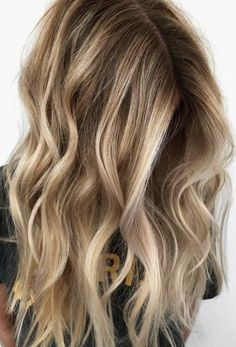 New Hair Color Ideas For Brunettes Long Balayage Waves Ideas Blonde Balayage Highlights, Hair Color Highlights, Hair Color Balayage, Blonde Color, Ombre Hair, Lob Ombre, Natural Highlights, Honey Balayage, Brown Blonde Hair