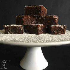 Nigella's Triple Chocolate Brownie - Just a Mum Chocolate Buttons, Chocolate Icing, Chocolate Brownies, Chocolate Recipes, Cookie Brownie Bars, Brownie Cake, Sweet Recipes, Cake Recipes, No Bake Brownies