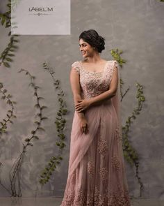 Marriage Reception Dress, Bride Reception Dresses, Wedding Reception Outfit, Reception Sarees, Marriage Dress, Wedding Dresses For Girls, Engagement Dress For Groom, Kerala Engagement Dress, Engagement Saree
