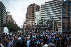 Córdoba, Argentina - 25 de junio 2014: los hinchas argentinos celebran en el centro de la ciudad, después de que el partido contra Nigeria el 25 de junio de 2014 en Córdoba, Argentina. Argentina ganó el partido 3-2