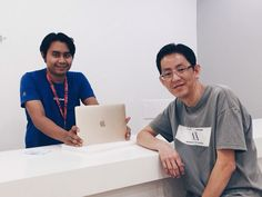Mr Lim and his brand new Gold MacBook!