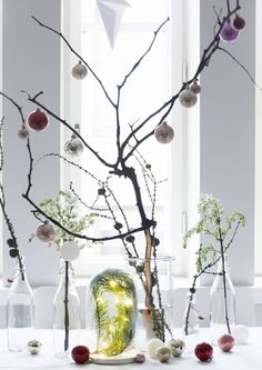 Joulukoristeet virittävät kodin juhlatunnelmaan. Nappaa Unelmien Talo&Kodin koristeluideat ja luo itsesi näköinen joulu.