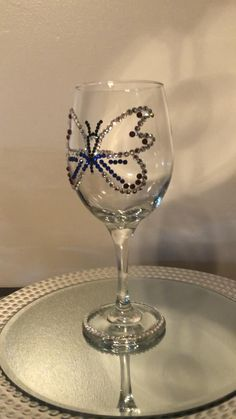 Glitter Wine Glasses, Wine Glass Crafts, Butterfly Party, Quince Dresses, Valentine Gifts, Gifts For Friends, Diy Gifts, Anniversary Gifts, Birthday Gifts