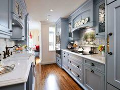 küchen im landhausstil kleine küche einrichten graue küchenschränke