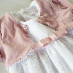 Lace baby dress by FillesEnFleur...ci sarà una bimba molto bella al suo battesimo, tutta in pizzo bianco con dettagli in rosa ♡ @lauradeaattila #cute #fashion #beautiful #love #style #baby #babyclothing #fashionkids #fashiontoddler #toddlerclothing  #babygirl  #girl #madeinitaly #handmade #instafashion #instakids #creativemamy #notonlymama #etsyshop #instamamme_kids #mammaiutamamma #womoms_kids #vintagestyle #mavie #im_crafty #etsyeurope