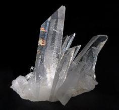 COME PROTEGGERSI COL CRISTALLO DI ROCCA  http://www.cavernacosmica.com/esercizio-per-la-protezione-cristallo-di-rocca/