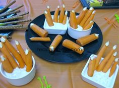 Halloween class party treats in a pinch (no pun intend ;)  Check out these spooky carrot fingers from Teach Mama! #halloween #roomparents