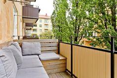 Välkommen till denna charmiga trea i främre Luthagen med balkong och vackra golv!  Med vackra oljade ekgolv genomgående i bostaden, en vackert dekorerad kak