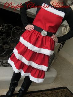 Make this fun Mrs. Claus apron for yourself or for gifts this year.