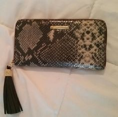 """Stella & Dot Wallet Gorgeous Stella & Dot zip around wallet! The black/gray/cream reptile print exterior features a slip pocket on back and a big tassel zipper pull with gold hardware. The pink interior has gold leather trim, eight card slots, two multi functional slip pockets, and a middle zip pocket with the quote """"A penny for your thoughts."""" In like new condition! Approx 8"""" x 4 1/4"""" x 1 1/4"""" Stella & Dot Bags Wallets"""