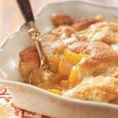 EASY PEACH COBBLER Ingredients 2 lb frozen peaches 1 box yellow cake mix 1 can(s) diet 7up or sprite  Directions 1 Spread frozen peaches in Pam sprayed 13x9 pan. 2 Sprinkle dry cake mix over peaches. 3 Pour 7up over cake mix. 4 Cover with foil and bake for 20 minutes at 350 degrees. 5 Uncover and bake for 40 minutes. 6 ENJOY!!