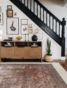 Design Entrée, The Design Files, House Design, Style At Home, Colonial House Remodel, Apartment Therapy, Tiny Dining Rooms, Architecture Renovation, Living Room Decor