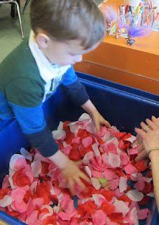 Flowers Crafts Preschool Sensory Bins 52 Ideas For 2019 Preschool Lessons, Preschool Classroom, Preschool Crafts, Classroom Activities, Kindergarten, Valentine Sensory, Valentine Theme, Valentines Day Activities, Sensory Bins