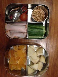 Winterfruit is ook erg lekker #meenaarschool en verder brood, quinoa, groente en kipfilet met augurk