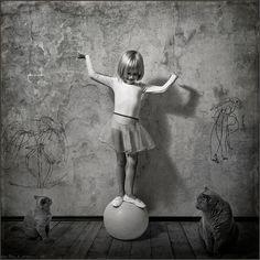 photo:  Acrobate a la Boule