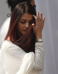Indian Bollywood actress Aishwarya Rai Bachchan arrives to pay her last respects to the late actress Sridevi Kapoor ahead of her funeral in Mumbai on. Actress Aishwarya Rai, Aishwarya Rai Bachchan, Bollywood Actress, Most Beautiful Eyes, Most Beautiful Indian Actress, Beautiful People, Beautiful Pictures, Aishwarya Rai Pictures, Front Hair Styles