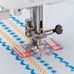 Para quem trabalha com bordados, patchwork e costura criativa, o calcador guia é a peça ideal. As linhas que possui facilitam a del...