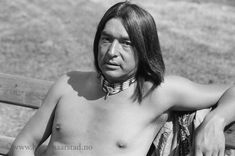 Graham Greene, an Oneida indian born on the Six Nationas Reserve in Ontario, was Academy Award-nominated for his role as Kicking Bird in the film Dances with Wolves Native American Movies, Native American Men, American Indians, Red Crow, Film Dance, Dances With Wolves, Graham Greene, White Picture, Comedians