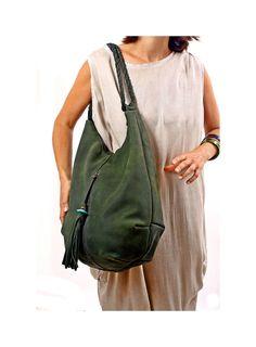 Gran oscuro verde cuero Tote bolso del Hobo con borla por RuthKraus