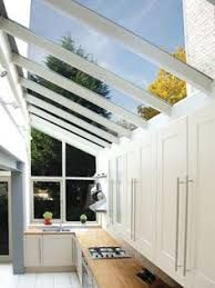 Side return extensions can be the perfect solution for turning poorly laid out, rarely used, dark rooms into bright, open plan spaces. Here's what you should know before planning a side return extension Glass Extension, House Extension Design, Roof Extension, Extension Ideas, Extension Google, Conservatory Extension, Conservatory Kitchen, Sunroom Kitchen, Lean To Conservatory