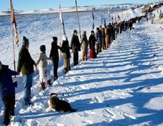 Pipeline spills 176,000 gallons of crude into ND creek (13/Dec/2016).