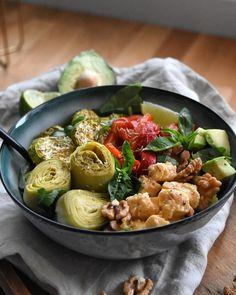 egan bowl aux saveurs provençales avec du poivrons rôtis et des courgettes, des coeurs artichauts, de l'avocats, de la roquette, des noix, Dessert, Saveur, Bowl, Pasta Salad, Sprouts, Potato Salad, Creme, Gluten, Potatoes