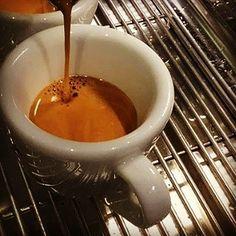 Bom dia! Boa Semana! Cafezinho pra aquecer a alma e essa linda segunda-feira.