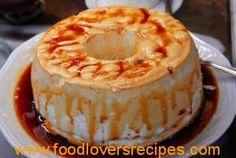This 4 ingredient Portuguese Molotov flan (pudding) recipe (receita de pudim de Molotov) is very simple and easy to make and makes a delicious light dessert. Great Desserts, Köstliche Desserts, Delicious Desserts, Dessert Recipes, Yummy Food, Alcoholic Desserts, Strawberry Desserts, Healthy Food, Plated Desserts