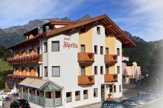 Das 3★★★ Hotel in Nauders am Reschenpass  Ein herzliches Grüß Gott aus Nauders am Reschenpass in Tirol und unserem familiär geführten ★★★  HOTEL Alpetta.