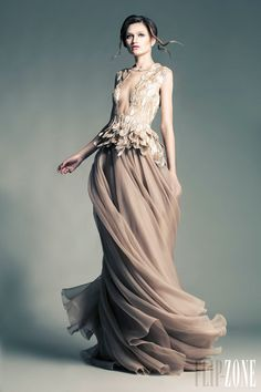 Jean Louis Sabaji - Alta Costura - Primavera-Verano 2013 - http://es.flip-zone.com/fashion/couture-1/independant-designers/jean-louis-sabaji-4080