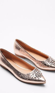 15 Gorgeous Wedding Flats for Every Budget Wedding Flats For Bride, Chic Wedding, Wedding Ideas, Wedding Stuff, Bridal Accessories, Women Accessories, Shoes Sandals, Heels, Flat Shoes