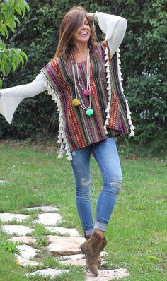 Mode Hippie, Hippie Chic, Boho Chic, Hippie Crochet, Knitted Cape, Estilo Hippie, Crochet Fashion, Boho Outfits, Crochet Clothes