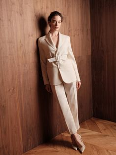 Blazers For Women, Suits For Women, Beautiful Dresses, Nice Dresses, Fashion Poses, Edgy Look, Vogue Russia, Work Attire, Colorful Fashion