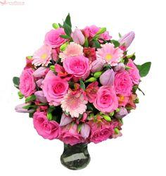 In al Noualea Cer - Buchet cu lalele, trandafiri, gerbera si alstroemeria Pink Flower Bouquet, Hand Tied Bouquet, Flower Petals, Small Pink Flowers, Summer Flowers, Colorful Flowers, Birthday Gift Delivery, Send Birthday Gifts, Flower Delivery Uk