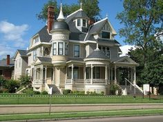 The Pillow-Thompson House in Helena, Arkansas. This Queen Anne mansion was built in Victorian Architecture, Beautiful Architecture, Beautiful Buildings, Beautiful Homes, Architecture Design, House Beautiful, Victorian Style Homes, Victorian Design, Victorian Houses