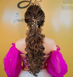 (C) Jasmine Beauty Care   Curls for brides   Indian Bridal fashion   #bridetobe #curlyhairstyles #curls #hairgoals #hairstyles #hair #indianbride #indianwedding #bridalinspiration #bridallook #wittyvows Indian Wedding Hairstyles, Tiara Hairstyles, Party Hairstyles, Down Hairstyles, Bridal Looks, Bridal Style, Sabyasachi Bride, Indian Bridal Fashion, Soft Curls