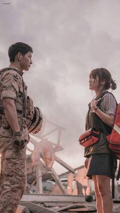 Song Joong-ki and Song Hye-kyo Yoo Shi-jin and Kang Mo-yeon Descendants of the s. Song Joong Ki Dots, Desendents Of The Sun, Song Joon Ki, Sun Song, Songsong Couple, Drama Fever, W Two Worlds, Kdrama Actors, Film Serie