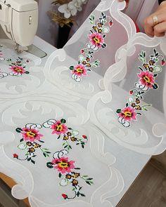 #yatakodasi #takim #ozeltasarim yildizceyizcali #🌹♥️ Ribbon Embroidery, Embroidery Stitches, Cross Stitch Borders, Diy And Crafts, Projects To Try, Textiles, Kids Rugs, Homemade, Juliette