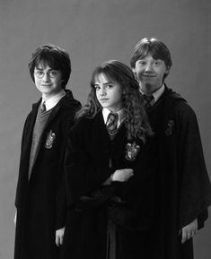 Obviously her brother the Harry Potter himself and his friends played by the real actors the legends: Daniel Radcliffe, Emma Watson and Rupert Grint. Harry Hermione Ron, Arte Do Harry Potter, Harry James Potter, Harry Potter Pictures, Harry Potter Tumblr, Harry Potter Characters, Ron Weasley, Harry Potter Friends, Emma Watson