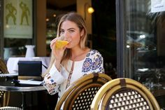 #Margauxavril  #paris #streetlook #streetstyle #appartement #parisienne #photoshoot #photographe #fashion #mode #portrait #photographer #parisienne  #café #caféparisien #caradelevingne #model