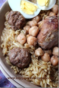 Beans with chorizo, mushrooms and mint - Healthy Food Mom Gourmet Recipes, Vegetarian Recipes, Cooking Recipes, Healthy Recipes, Plats Ramadan, Middle East Food, Algerian Recipes, Daily Meals, Easy Cooking